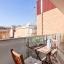 Balcón con muebles de