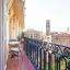 Balkon met uitzicht op de gotische wijk van Barcelona