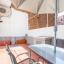 Terrasse mit Sonnenschirm, Tisch