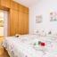 Tweepersoons slaapkamer met ruim voldoende opslagruimte