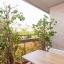 Balkon met tafel