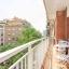 Balkon met tafel en stoelen