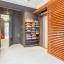 Obývací pokoj s dostatkem úložného prostoru